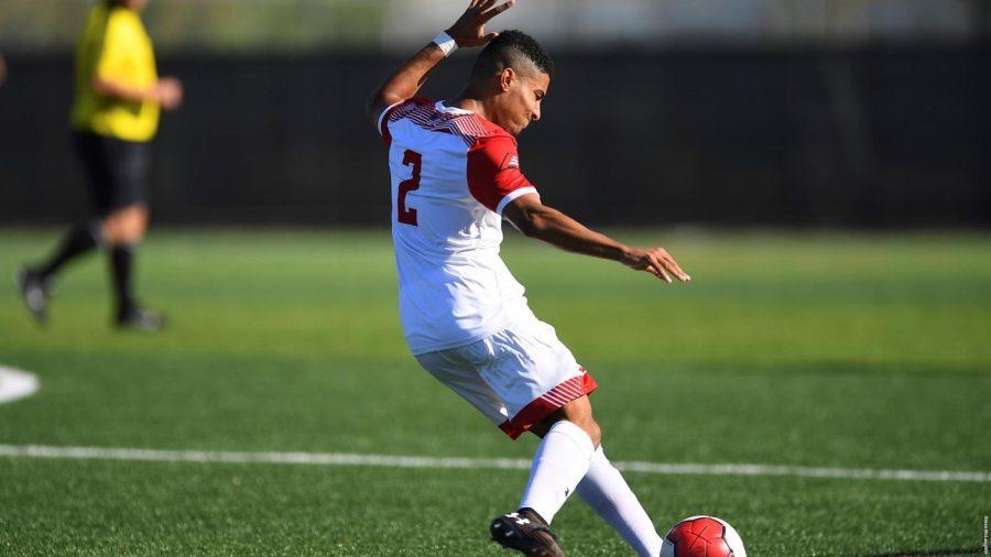 Men's soccer wins last two games to extend winning streak